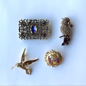 2/$30 Lot of 4 vintage gold tone brooches